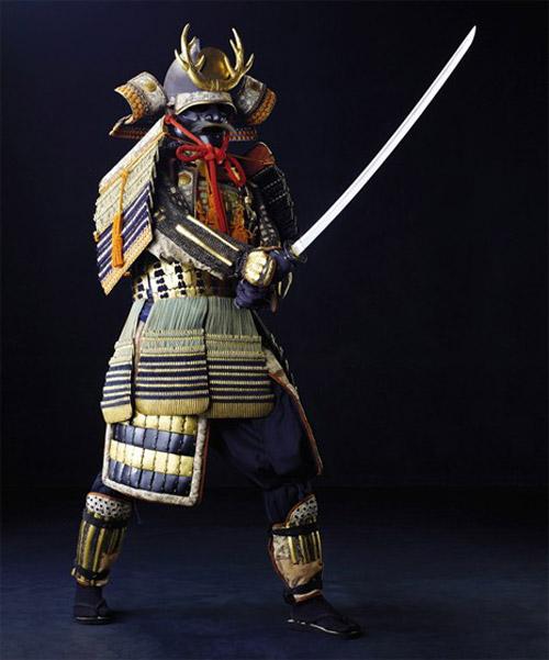 Доспехи и мечи великих воинов страны