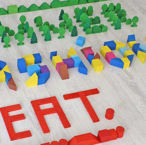 Шрифт из детских кубиков от студии Province. Дизайнеры тоже играют