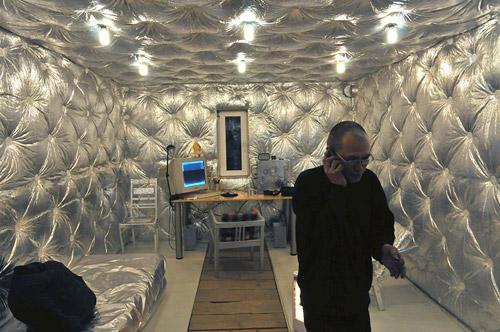 Интерьер из фольги. Комната будущего в обычном русском гараже
