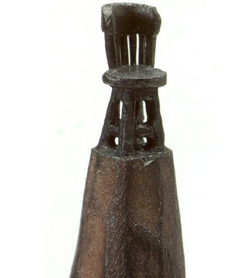 Миниатюрные скульптуры на кончике грифеля.
