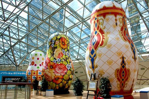 Выставка гигантских матрёшек художника Бориса Краснова в Москве